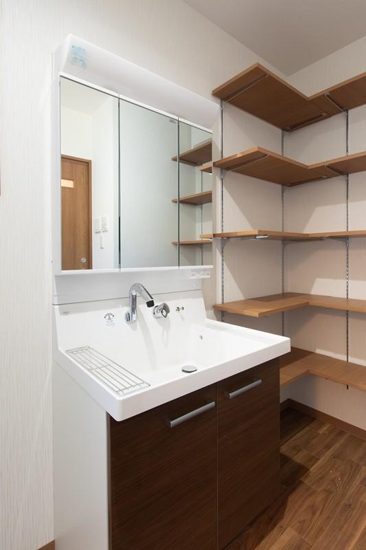 エネファームのある暮らしやすい平屋住宅 洗面