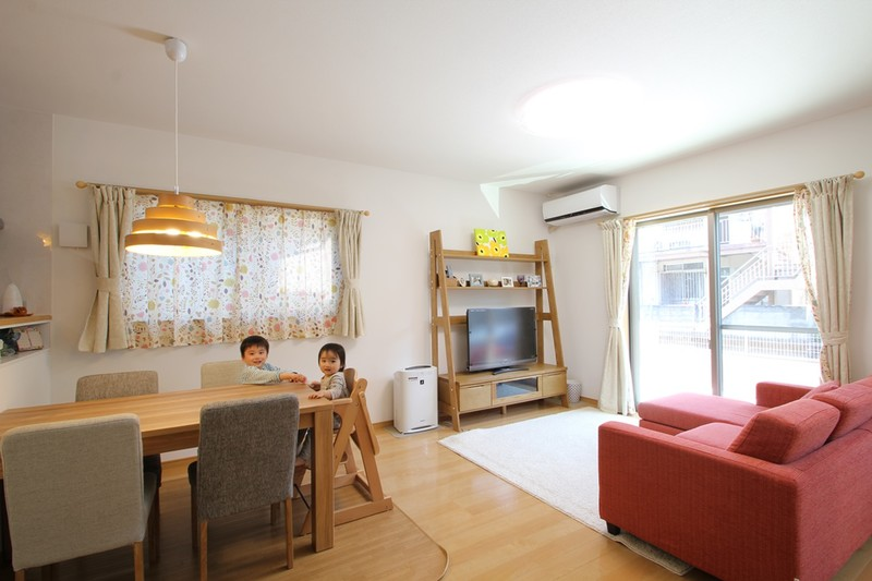 太陽光たっぷりのおひさま住宅 リビング