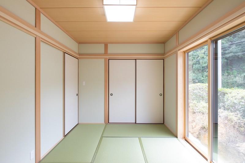 インナーガレージのある和風木造住宅 和室