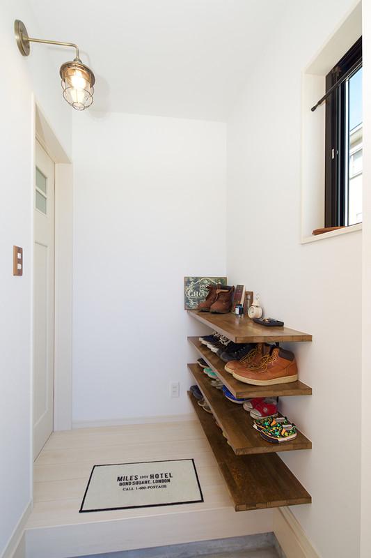 1階が家族団らんの空間になる家 玄関