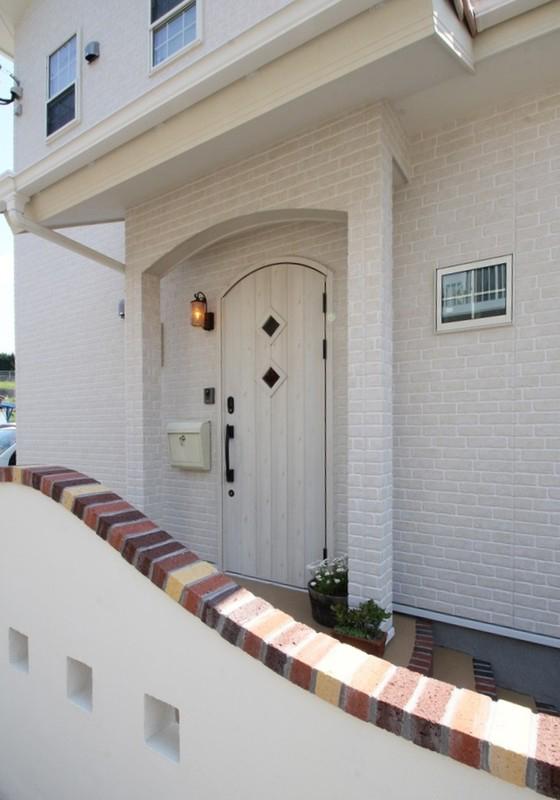 南欧風デザインの家 玄関